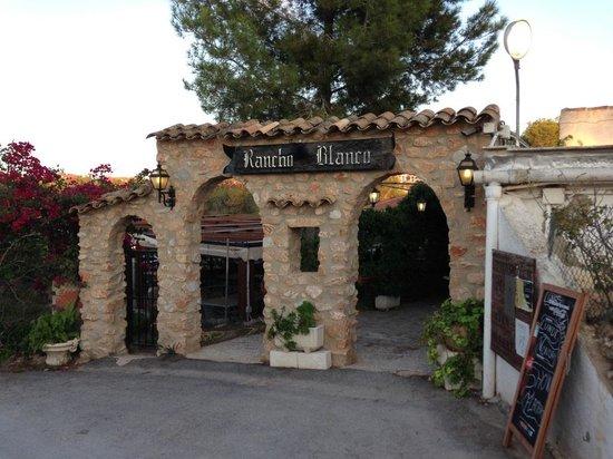 Rancho Blanco: The entrance