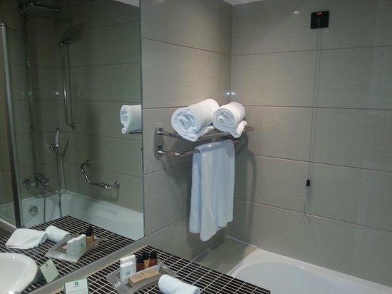 Holiday Inn Belgrade: Bathroom
