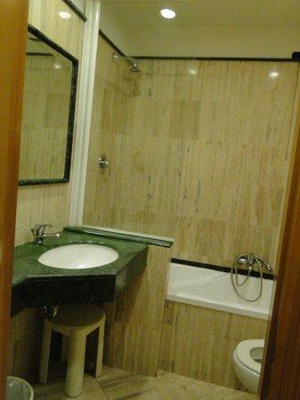 Hotel Giolli Nazionale: Salle de bain