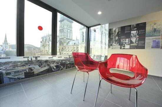 Le Balcon - The View