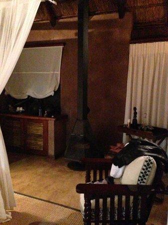 Makweti Safari Lodge: Fireplace in the rooms