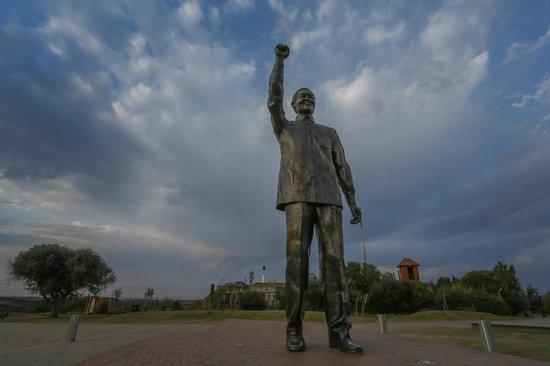 Bloemfontein, Afrika Selatan: Mandela Statue