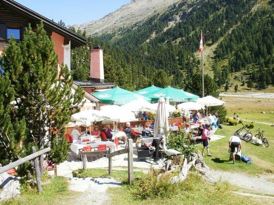Restaurant Roseg Gletscher: outdoor dining