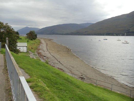 Cruachan Hotel: Loch Linnhe, opposite hotel.