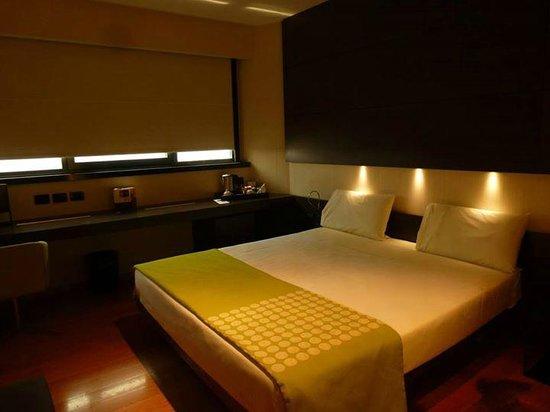 The Hub Hotel: Habitación muy completa y cómoda