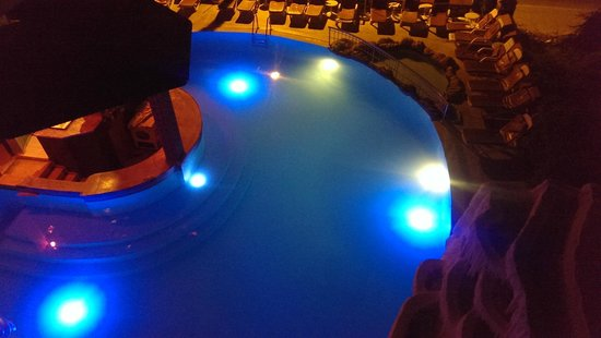 Rayon Apart: night time pool