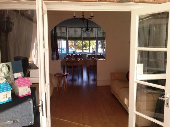 Albion Guest House: view from Wintergarden to Dining room
