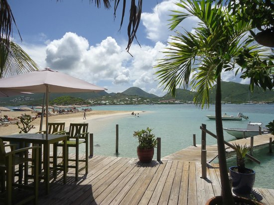 Captain Alan's Three Island Snorkeling Adventure: View from Pinel Island Bar