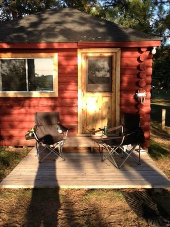 Red Deer Log Cabins and Campground : Cabin in the sun