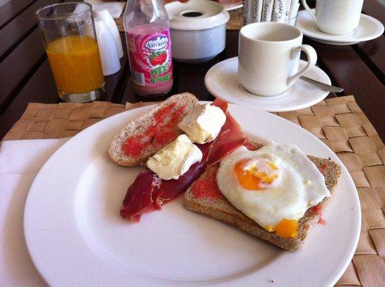 NH Marbella : Una pequeña muestra de mi desayuno diario