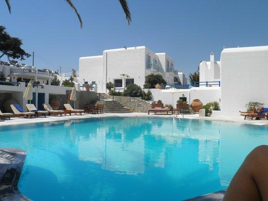 Poseidon Hotel - Suites: La piscina de agua salada, fantástica
