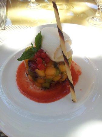 Golf Hotel Is Arenas : Tartare di frutta con gelato al finocchietto