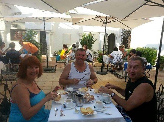 Residencia Miami Hotel: Breakfast on the terrace