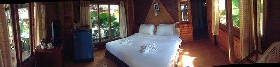 Tonsak Resort: Another interior shot