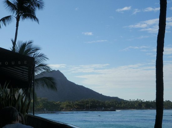 Outrigger Waikiki Beach Resort: View from balcony at table in Hula Grill