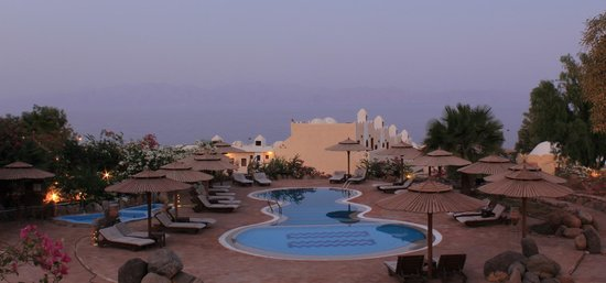 The Bedouin Moon Hotel: Sunset at the pool
