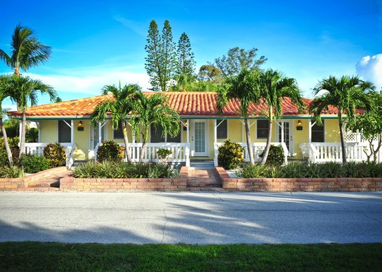 Island Paradise Cottages of Madeira Beach : You WIll Love Our Tropical Look