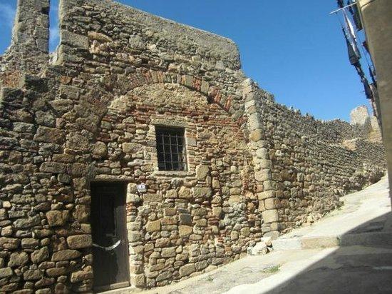 Giglio Castello: Mura pisane del 1200