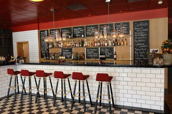 كلاريون هوتل جيليت: Kitchen & Table Bar
