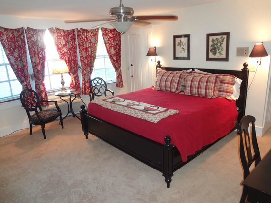 Copper Beech Manor Bed and Breakfast: The Room