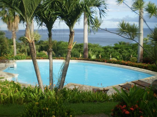 Hotel Au 'Ti Sucrier: Vue de la chambre sur la piscine et la mer Leroux