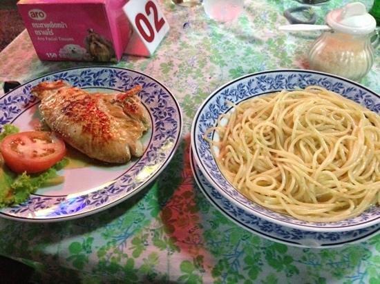 Da Papa: spaghetti all'olio e pollo alla piastra