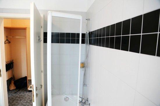 Belvedere Swiss Quality Hotel: Bathroom