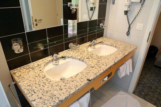 Belvedere Swiss Quality Hotel: Bathroom sink
