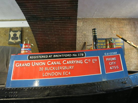 London Canal Museum: the boat inside the museum
