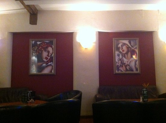 Red Lion Hotel Basingstoke: These two were looking out for me