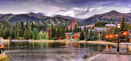 Marriott's Mountain Valley Lodge at Breckenridge: Morning outside the hotel