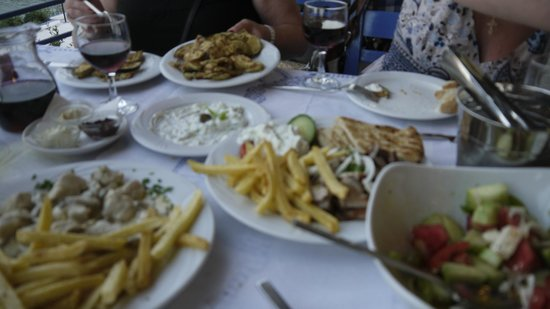 Apotolis Taverna Psaropoula: скромный ужин