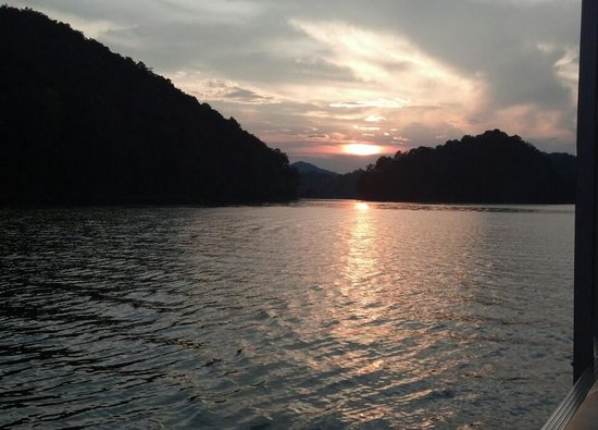 Fontana Lake: breathtaking