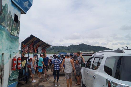 Baan KanTiang See Villa Resort (2 bedroom villas): Crossing the lake