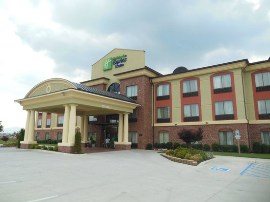 Holiday Inn Express Hotel & Suites Salem: Exterior of Holiday Inn Express Salem