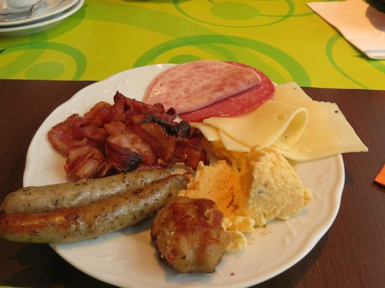 Mercure Hotel Chateau: excellent breakfast