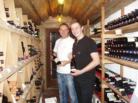 Romantik Hotel der Wiesenhof: merci Sandro  pour la visite de la cave à vin