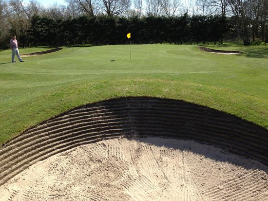 Southport Old Links Golf Club: Revetted Bunker Faces at front of Par 3 7th