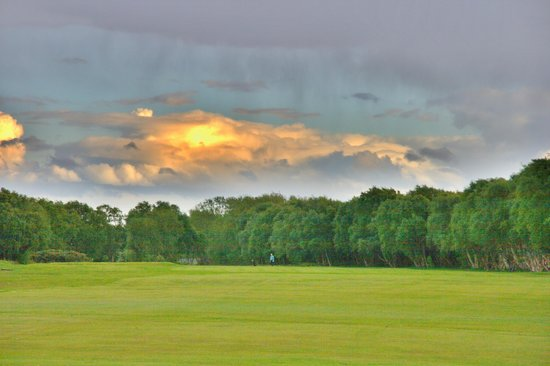 Southport Old Links Golf Club: Stormy Weather looking Great down the 18th Hole