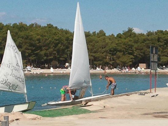 Pine Beach Pakostane : barca a vela