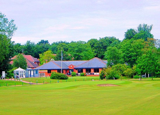 Southport Old Links Golf Club: View of Clubhouse from approach to 18th Green