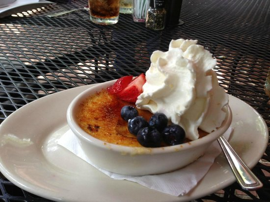 Jonah's Fish & Grits: Jonah's wonderful Creme Brulee!