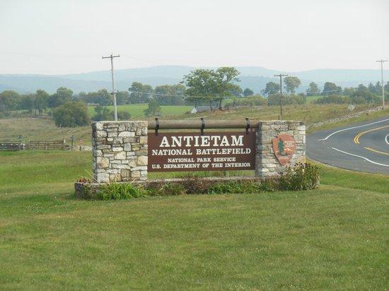 Antietam National Battlefield: Entrance to Visitors Center