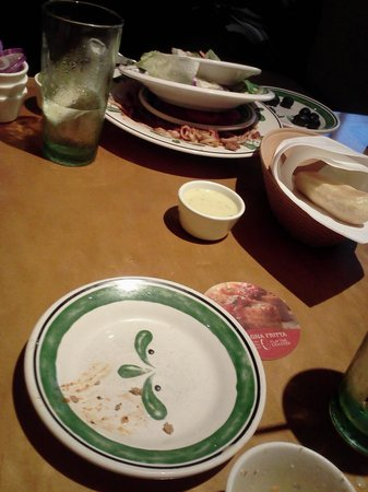 Olive Garden THEY NEVER TOOK ANY OF OUR PLATES OR CUPS & THEY NEVER TOOK ANY OF OUR PLATES OR CUPS - Picture of Olive Garden ...