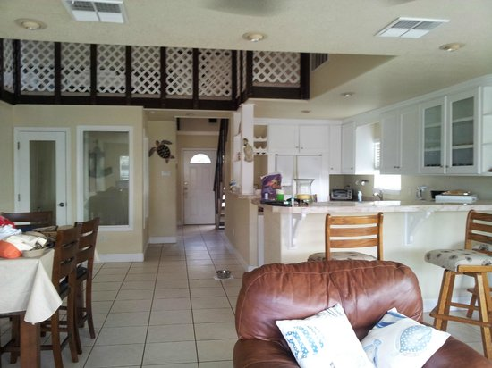 Bluff's Landing Hotel: Kitchen / Living area