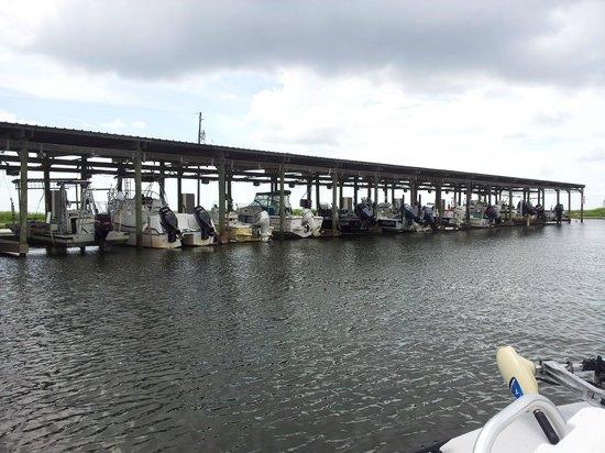 Bluff's Landing Hotel : Boat slips