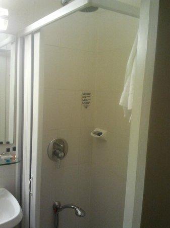 Hotel Sant'Ambroeus: bagno (doccia)