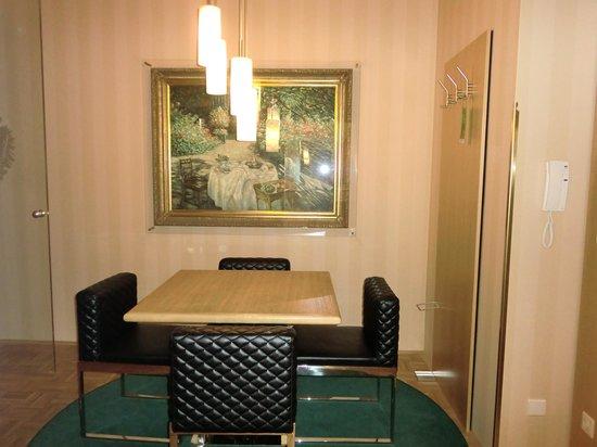 Derag Livinghotel An der Oper: ドア前のスペース