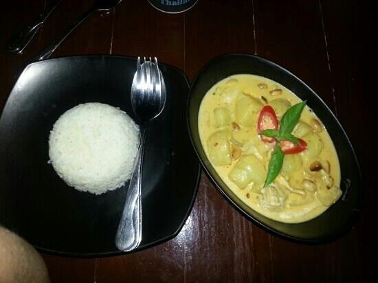 Coco Restaurant & Bar: massama curry.. awesome