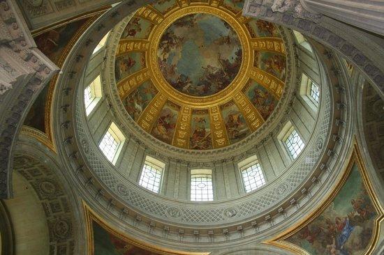 พิพิธภัณฑ์ทหาร: interno cupola d'oro des Invalides